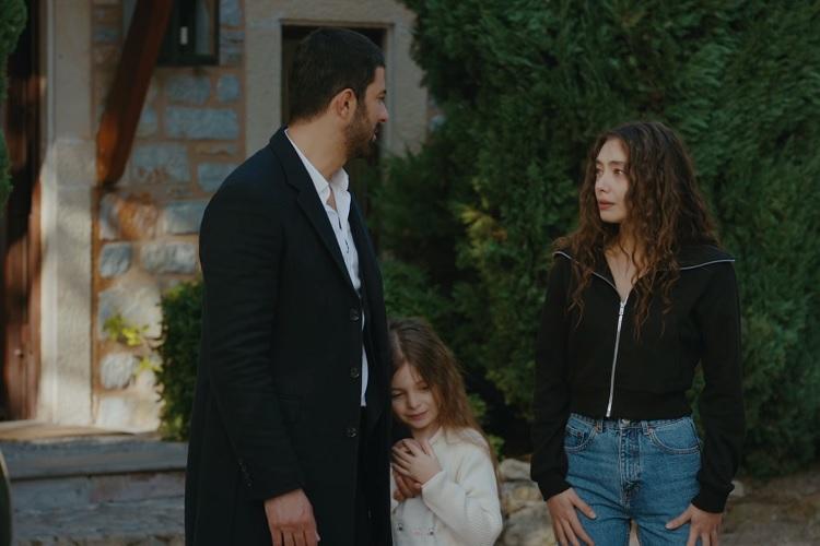 Sancar kızına ve Nareye veda ediyor